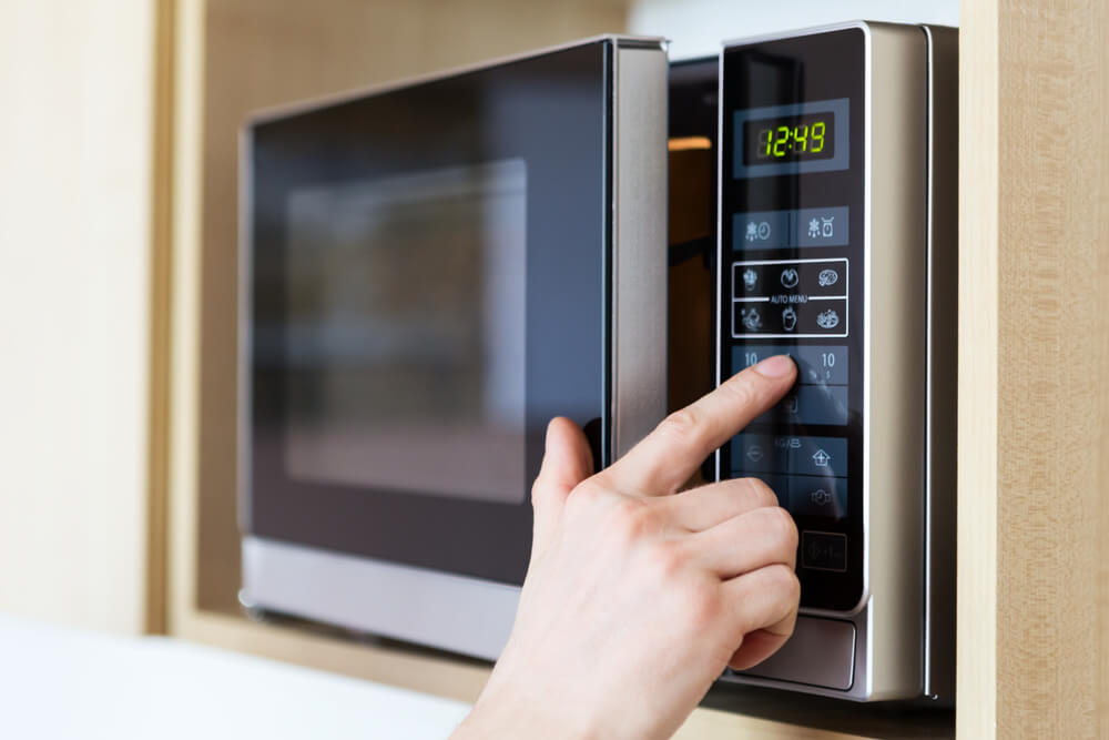 Dry your cannabis in the microwave?