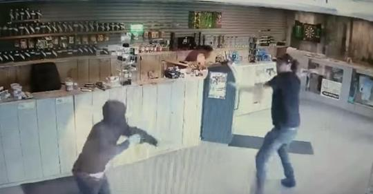 Dispensary Employee Fights off Three Thiefs With a Glass Bong