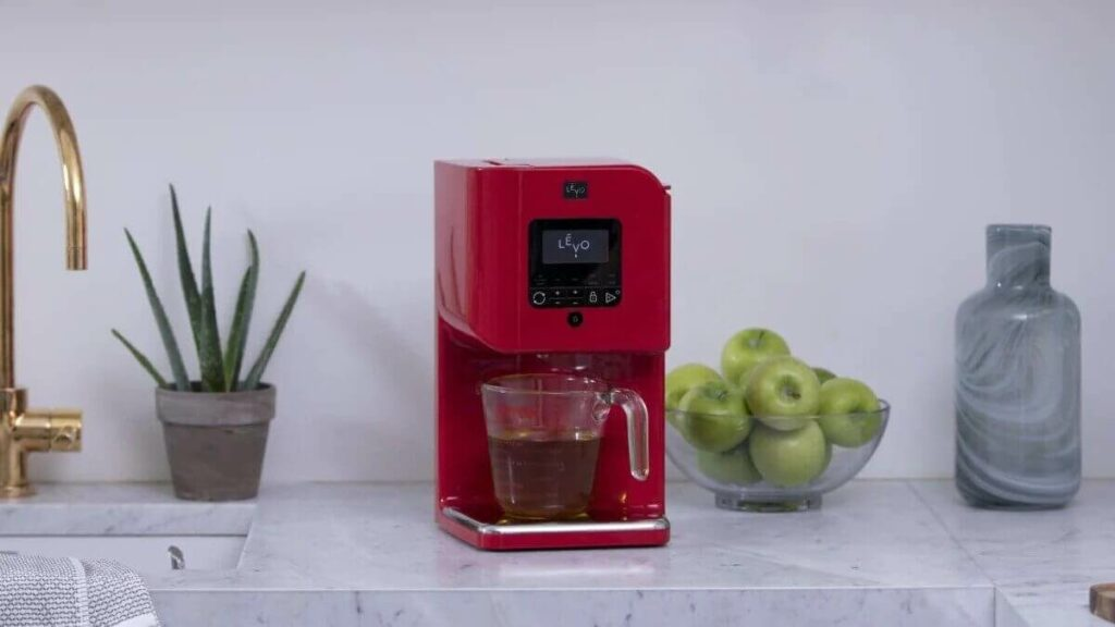 The LEVO II herb infuser in red