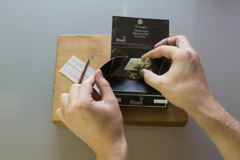 Roll A Joint - Step 2