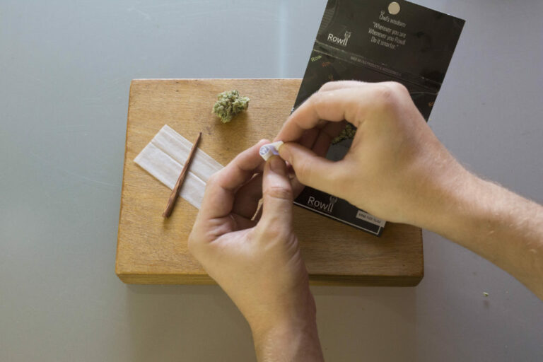 Roll A Joint - Step 3