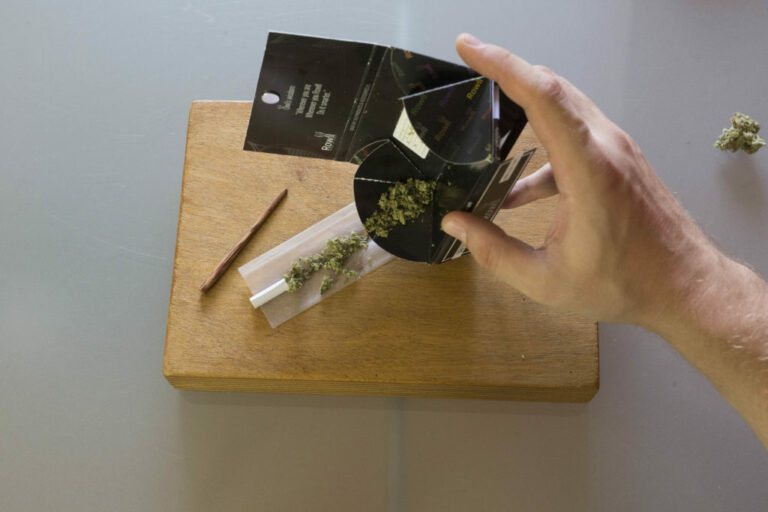 Roll A Joint - Step 4